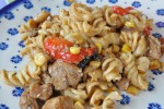 Stærk pastaret med kylling, sesam soya og chili