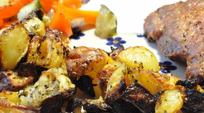 Græsk menu: krydrede kartofler, marinerede koteletter og bagt grønt
