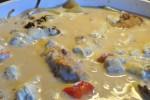 Svinemørbrad med løg og peberfrugt i pikant flødesauce