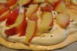 Pavlova med marcipan, nektariner og yoghurt flødeskum