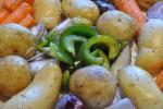 Kyllingefilet i baconsvøb - med ovnkartofler