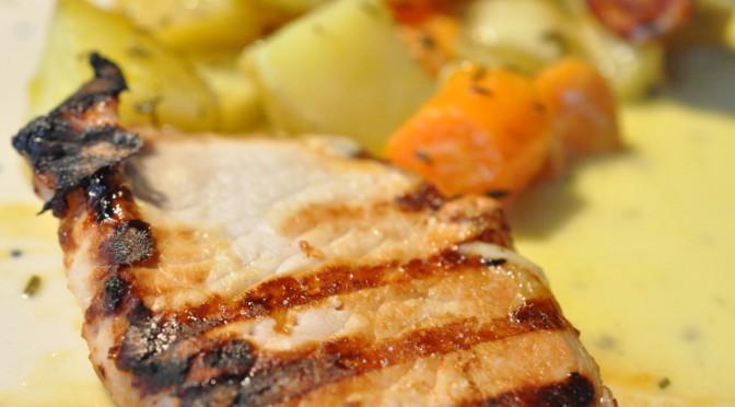 Grillede koteletter og kartoffelfad på ny Weber gasgrill