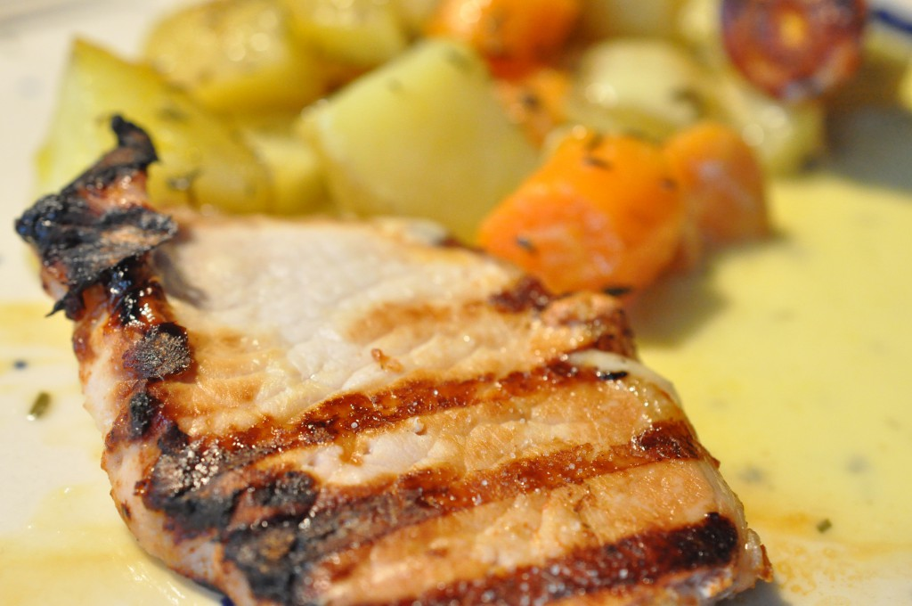 Grillede Koteletter Og Kartoffelfad På Ny Weber Gasgrill Noget I Ovnen