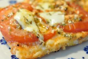 Sprøde tynde pizzaer på grill