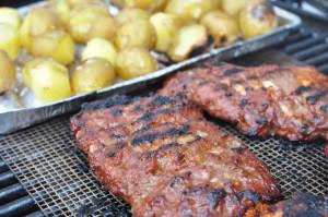Spareribs På Gasgrill Hvor Længe : Grillede spareribs og smørgrillede kartofler noget i ovnen hos