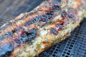 Sennepsgrillet svinemørbrad og grillede timiankartofler