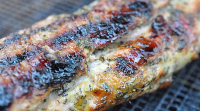 Grillet sennepsmarineret svinemørbrad og grillede timiankartofler