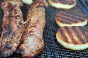 Grillet marineret mørbrad, grillede kartofler og tex-mex-sauce