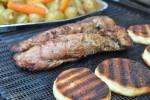Grillet marineret svinemørbrad med grillede kartofler og tex mex sauce