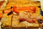 Lækre hurtige grove pizzaer med chilipesto, kyllingebryst og bacon