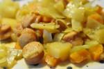 Lækker sund billig karrykål med pølser, gulerødder og kartofler