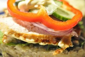 Hjemmelavede burgere med kylling og karrydressing