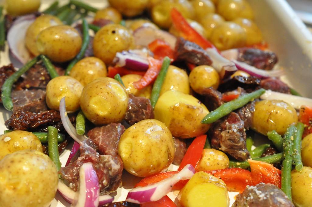 Kartofler i ovn med oksekød & soltørret tomat