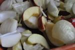Trylleri i Römertopf: Nakkesteg med æbler og løg i karrysauce