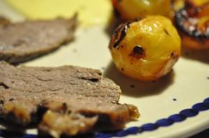Hvidløgscuvette og sprødstegte kartofler, rødløg og peberfrugt