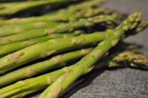 Lækker suppe med kylling, løg og asparges