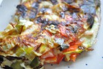 Let og lækker omelet med porre, peberfrugt og skinke