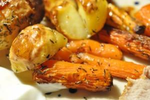 Flæskesteg med timiankartofler og hvid dressing