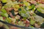 Svinemørbrad med bacon og porrer og sauce af cremet flødeost
