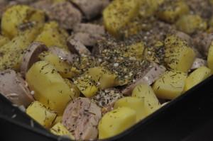 Sprødt kartoffelfad med frankfurter medister og timian