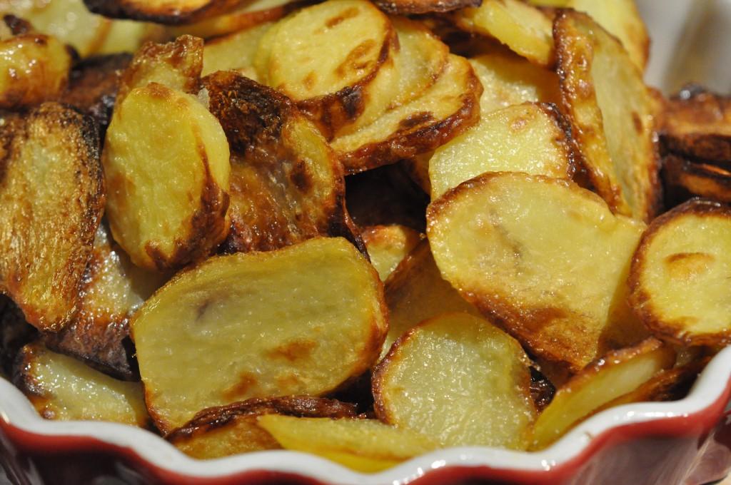 Hjemmelavede chips - råstegte kartofler i ovn