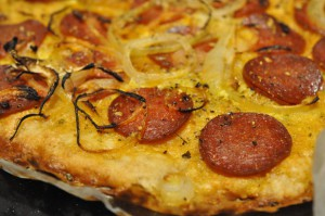 Hurtige nemme pizzaer med oksekød, bacon og løg