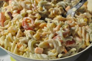 Lækker pastasalat med hvid creme fraiche dressing