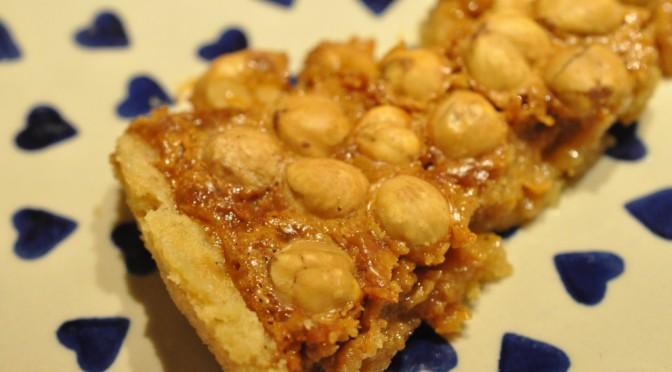 Nøddetærte med hasselnødder og kondenseret mælk