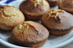Påskegule citronmuffins med syrlig citronglasur
