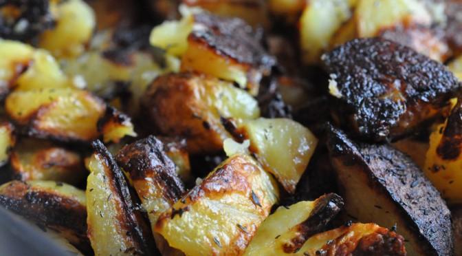 Lækre sprøde ovnkartofler med hvidløg, citron og timian
