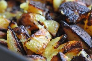 Lækre sprøde ovnkartofler med hvidløg, citron og timian   NOGET I OVNEN HOS BAGENØRDEN