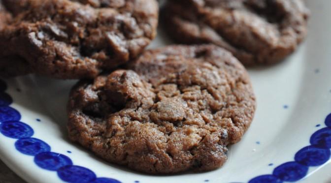 Nemme chokoladecookies med Nutella og hasselnødder