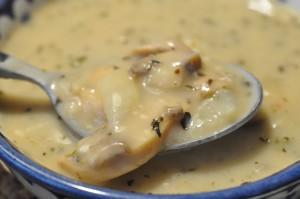 Lækker champignonsuppe med timian, flødeost og svampefond