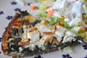 Smuk spinattærte med feta og pinjekerner