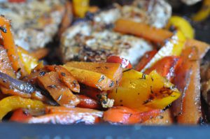 Koteletter med timian og lynstegte grøntsager