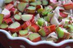 Sprød og nem rabarberkage af sukkerbrødsbund
