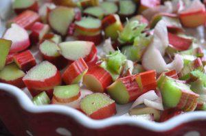 Sprød og nem rabarberkage