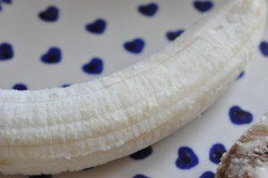 Nemme bananmuffins med peanuts og chokolade