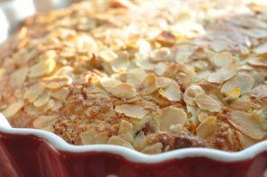Rabarberkage med kokosmel og marcipan