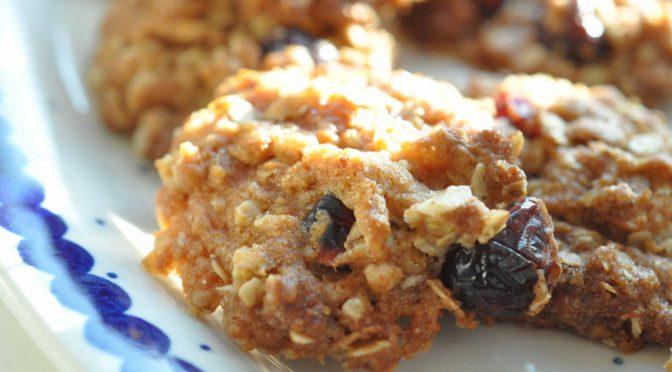Lækre sprøde cookies med havregryn og tranebær