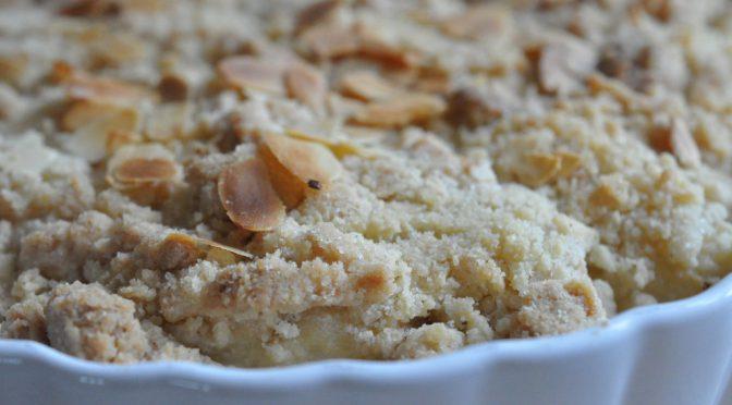 Nem og lækker pæretærte med crumbledej