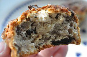 Lækre, sprøde muffins med Oreo, skyr og hvid chokolade