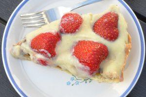 Sommerens bedste jordbærkage med mazarinbund og vaniljecreme