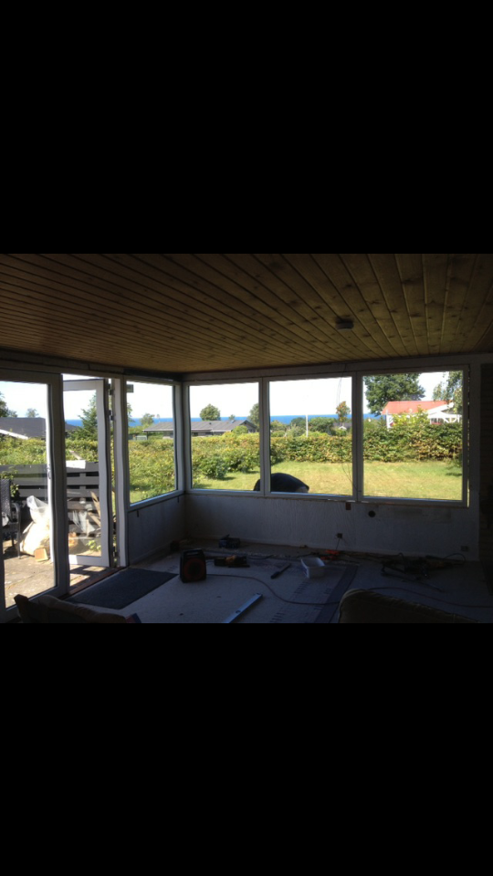 Sommersol, havkig og terrasselykke i sommerhuset