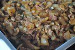 Koteletter i fad i ovn med bacon og fløde