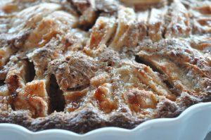 Nem og lækker æblekage med kanel og havregryn
