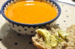 Tomatsuppe med paprika og flødeost - krydret og lækker