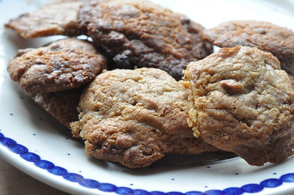 Cookies med Daim, farin og sirup - sprøde og lækre