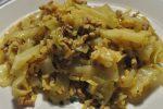 Karrykål med hakket svinekød og ris