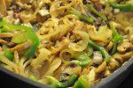 Mørbradbøffer med peberfrugter i peberflødesauce